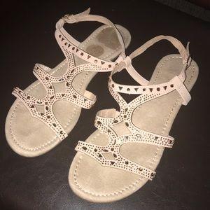 Me Too Sandals 🌻